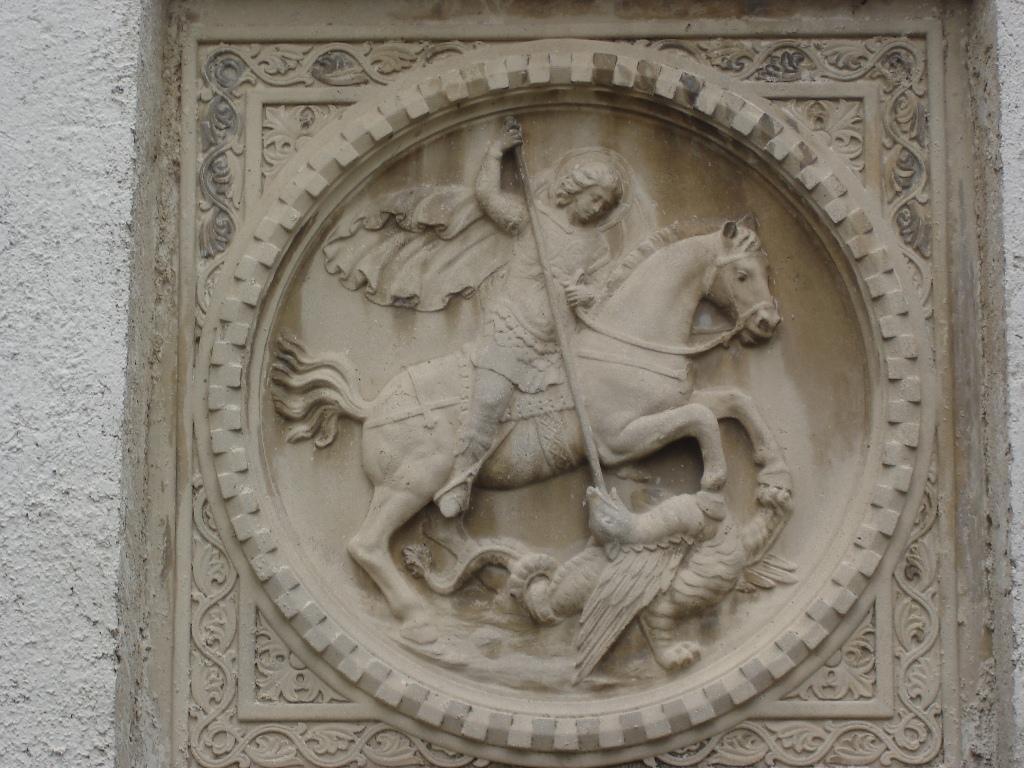 Basorelief Sf. Gheorghe (clopotnita)
